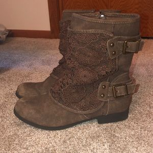 Brown floral laced boots